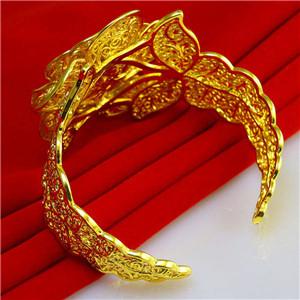 黄金首饰长斑