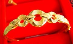 旧黄金回收报价一克多少钱?金饰回收看新旧吗?